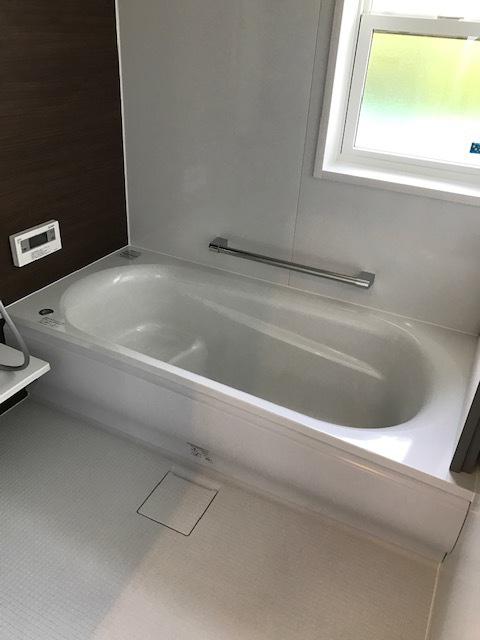 シンプルでスタイリッシュな雰囲気のお風呂