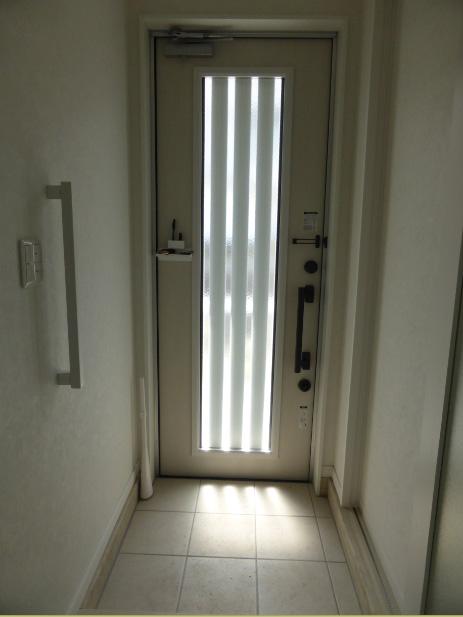 玄関は日当たりがよく